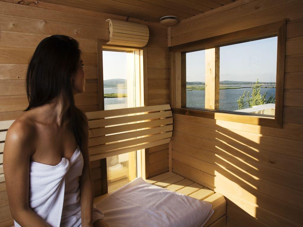 28 suit sauna300